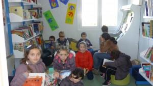 les enfants à la bibliothèque 2